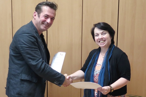 signing-grant-agreement-amb-althauser-copy